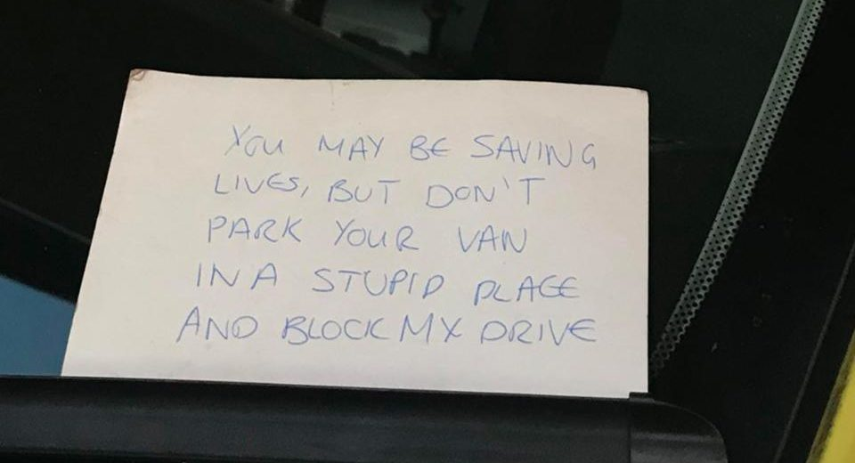 Man Dies in Hospital – Paramedics Receive an Angry Note from the Neighbor for Blocking His Drive While They Tried to Save a Life