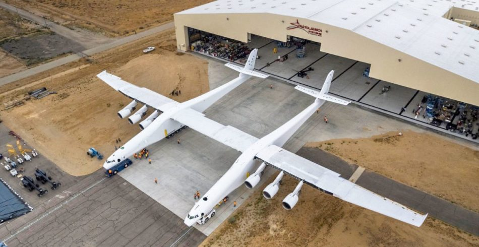 Stratolaunch mega-plane hits 40 knots during taxi tests