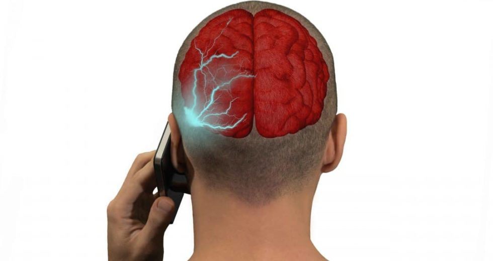 Making Waves: Cell Phone Radiation Tied to Rare Tumor in Rats