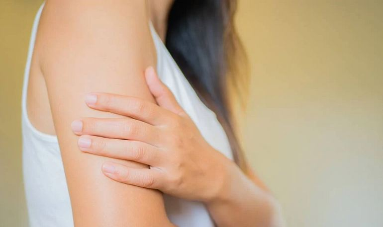 How to Treat Keratosis Pilaris This Summer – What Experts Recommend