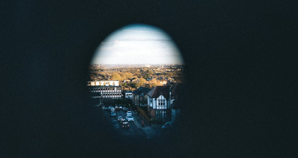 """New Invention Allows """"Superman Vision"""" – See Inside a Room Through a Keyhole"""